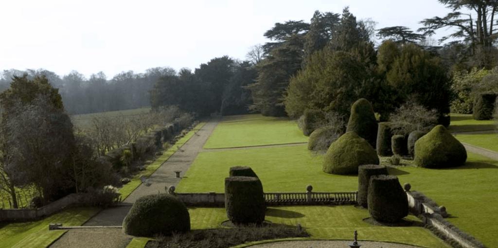 Stoke-Rochford-Gardens